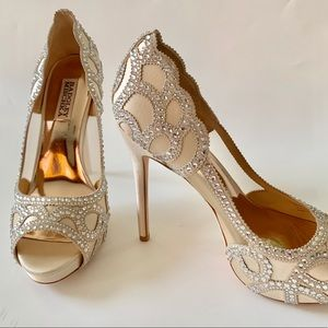 Gorgeous Badgley Mischka Witney Peep Toe Pumps